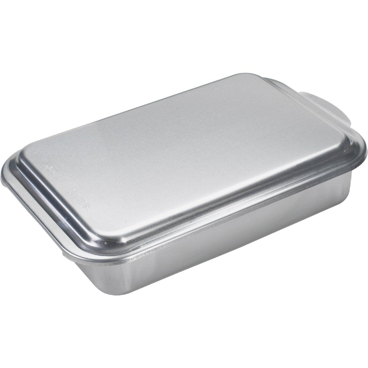 9X13 METL CAKE PAN W/LID - 46320 by Nordic Ware/reitenba